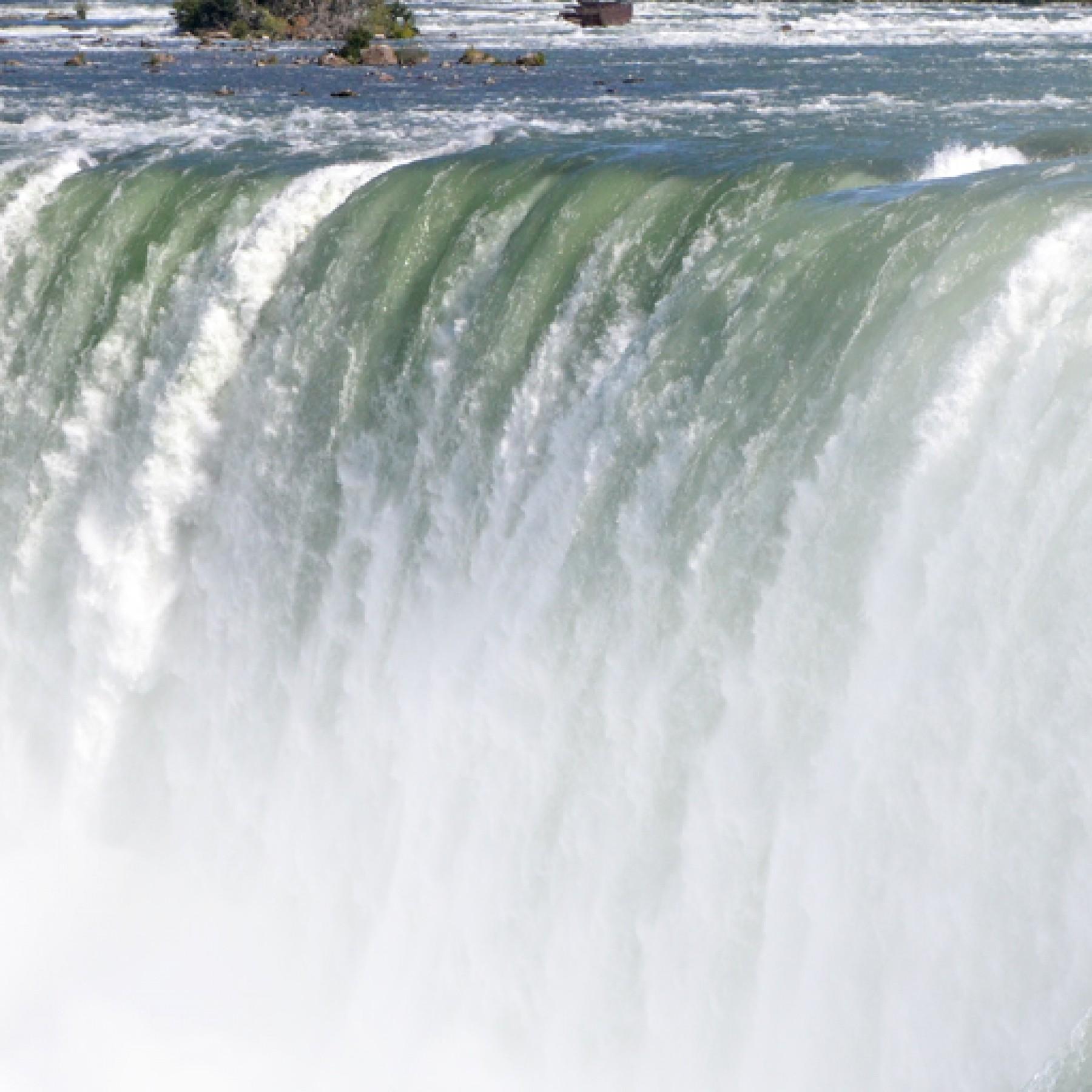 niagara-falls-travel-adults-main-location
